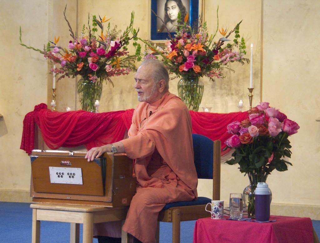 Swami-chanting-01-1024x779